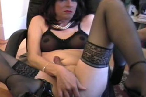 Donna Queen acquires obscene while Camming again