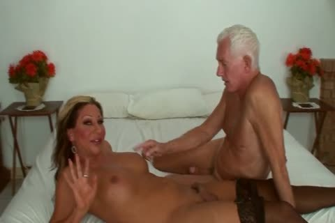 Ariel Everitts - horny Clits - juicy Sex With A tranny