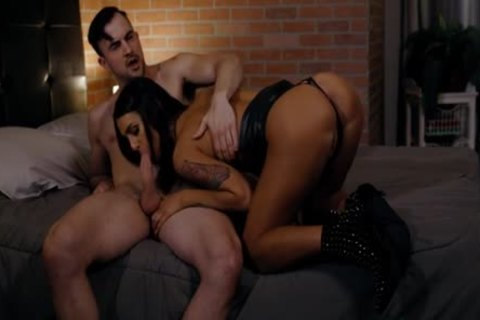 lustful twink Licks And nails The sleazy booty Of ladyboy Walker