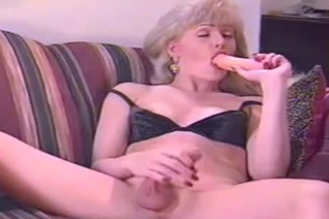 Lonely Vintage TS MILF Jerks On fotos