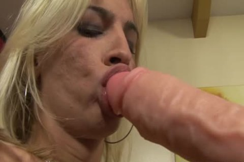 Dany De Castro's anal Is permeated With A enormous sex toy