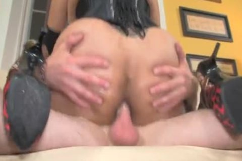 concupiscent shemale hooker Is Picked And slammed In dark Corset